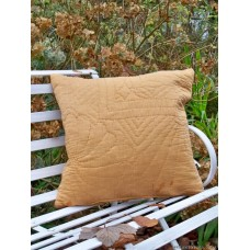 Quilted cushion in Autumn Gold CZQ02