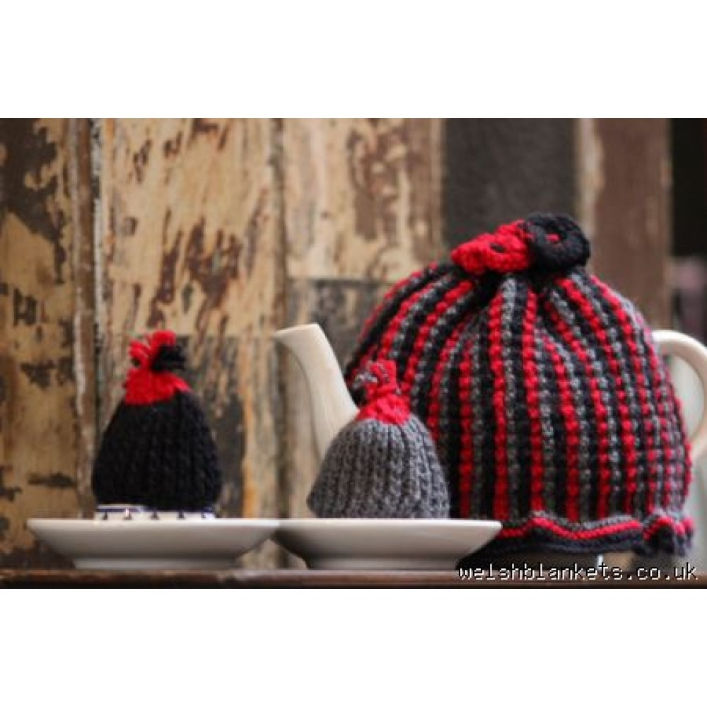 Tea Cosy set with matching egg cosies TC34