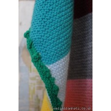 Bobble trimmed patchwork throw GS023