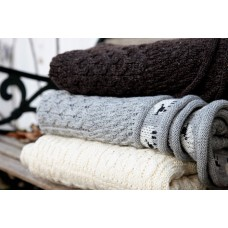 Knitted throws in pure British wool. T12